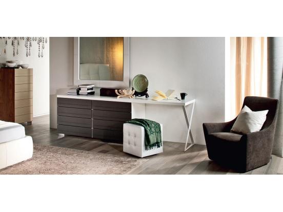 Cattelan – Dyno desk