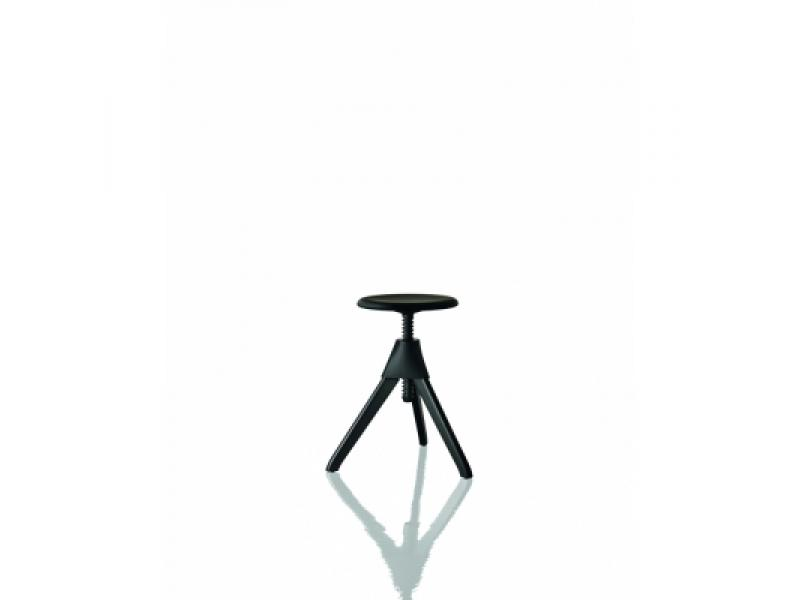 Magis jerry the wild bunch stool konstantin grcic for Magis jerry